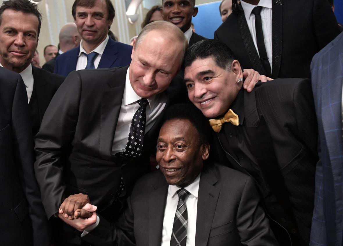 Diego Armando Maradona criticó duramente a Jorge Sampaoli en pleno sorteo del Mundial de Rusia 2018