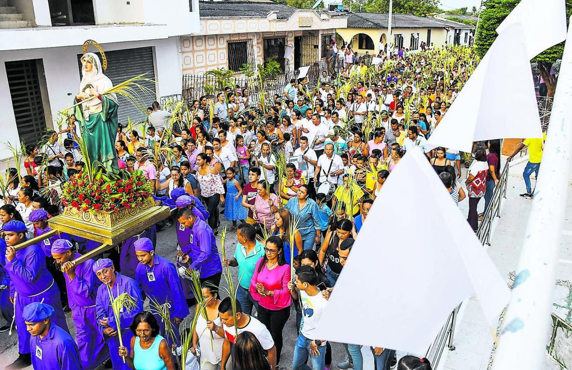 Desde las 6:30 de la mañana los fieles acompañaron el recorrido del Domingo de Ramos en el municipio.