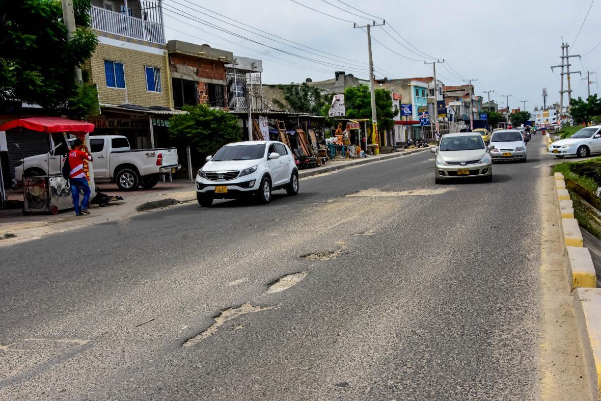 Huecos en la vía Circunvalar, a la altura del retoro de la Escuela de Policía Antonio Nariño.