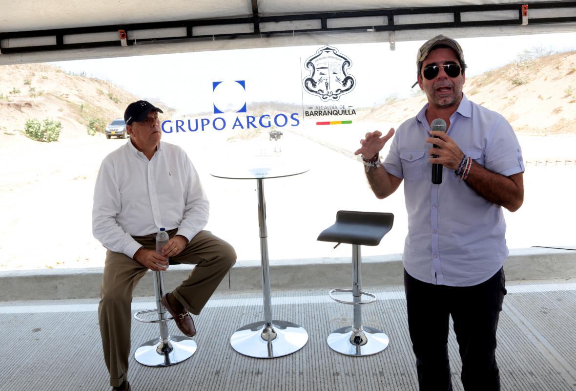 El presidente del Grupo Argos, Jorge Mario Velásquez, y el alcalde de Barranquilla, Alejandro Char.