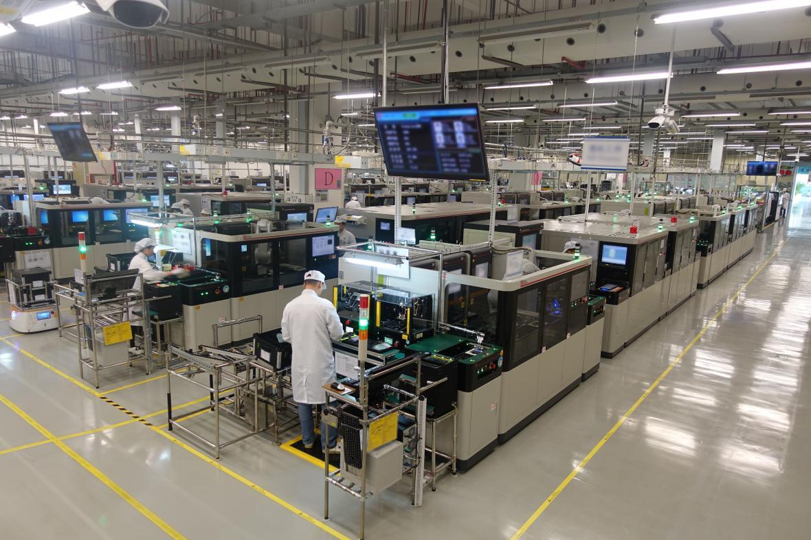 Muchas de las fábricas se ubican en el distrito de Longgang. En la imagen la línea de fábrica de Huawei.