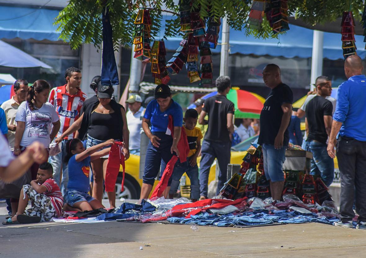 Venta de ropa en la carrera 34 con calle 41 esquina.