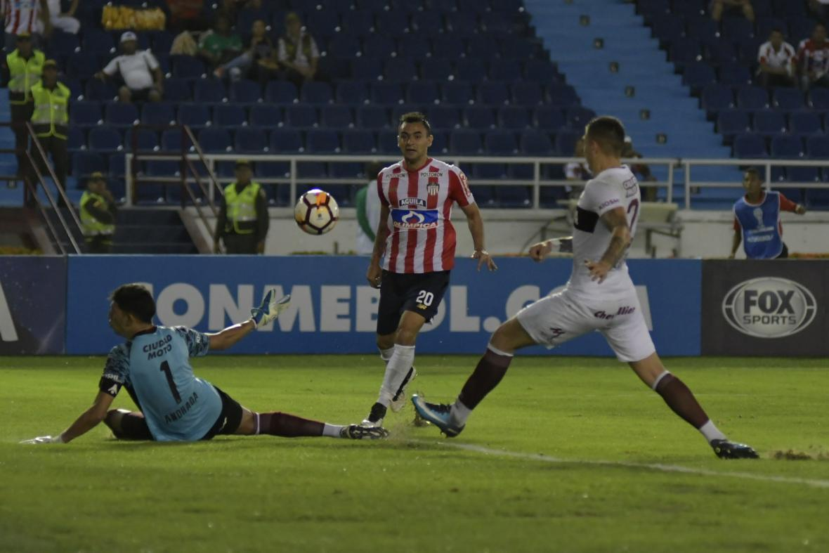 Marlon Piedrahíta tuvo esta clara opción de gol que no logró definir con la suficiente precisión.