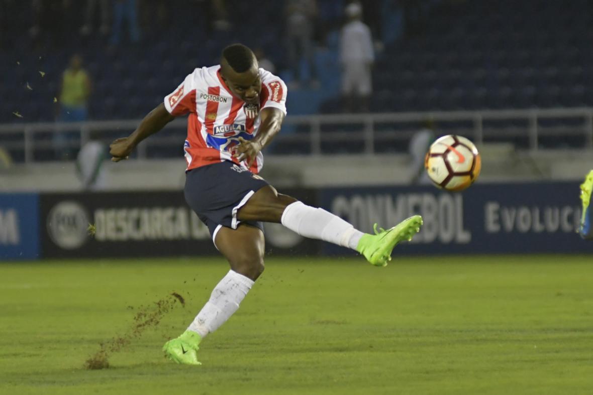 Daniel Moreno ingresó con velocidad y chispa para desequilibrar por el costado derecho. Tuvo dos opciones de gol que definió impreciso.