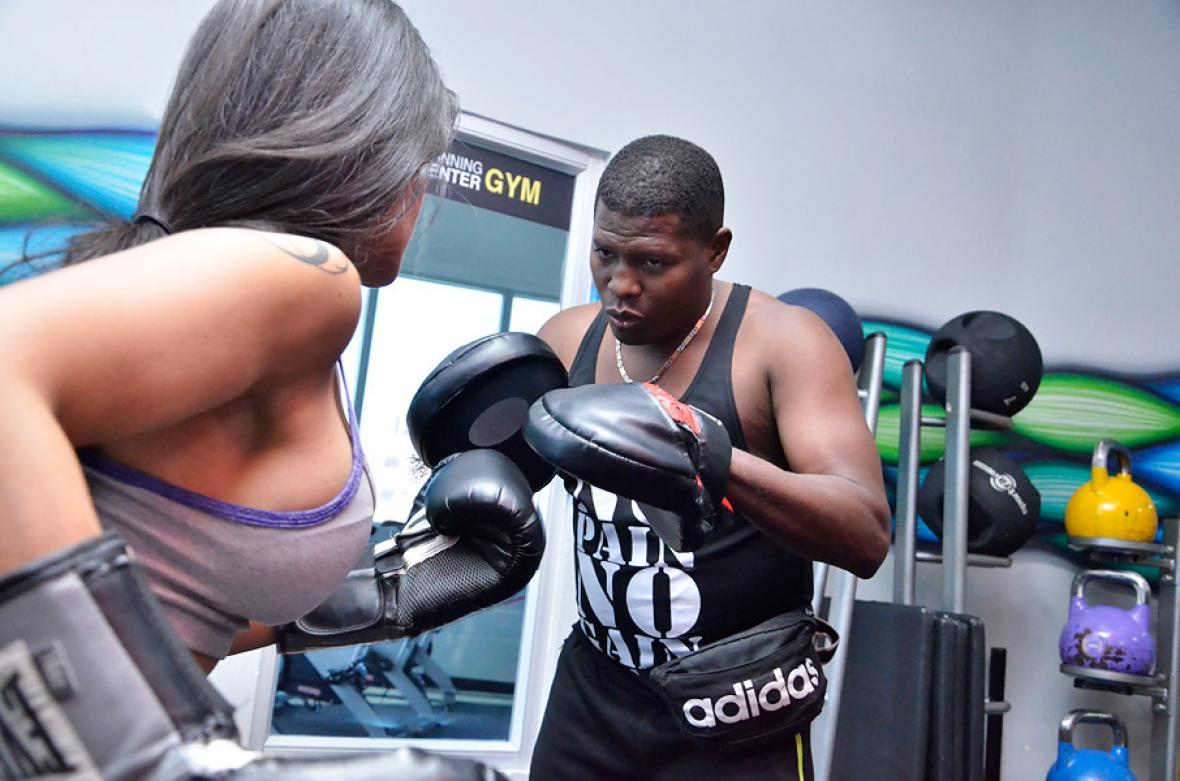 En el gimnasio Spinning Center, en Barranquilla, 'Mambaco' Pacheco dirige clases personalizadas.
