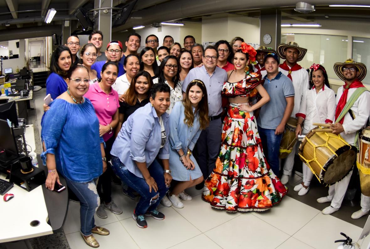Carolina junto al director de EL HERALDO Marco Schwartz y periodistas de esta casa editorial.