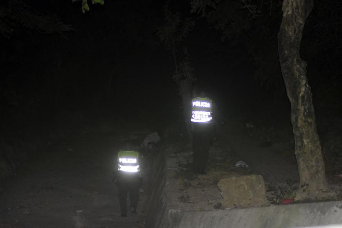 Primer acercamiento de las autoridades a la zona donde se presume están los cuerpos.