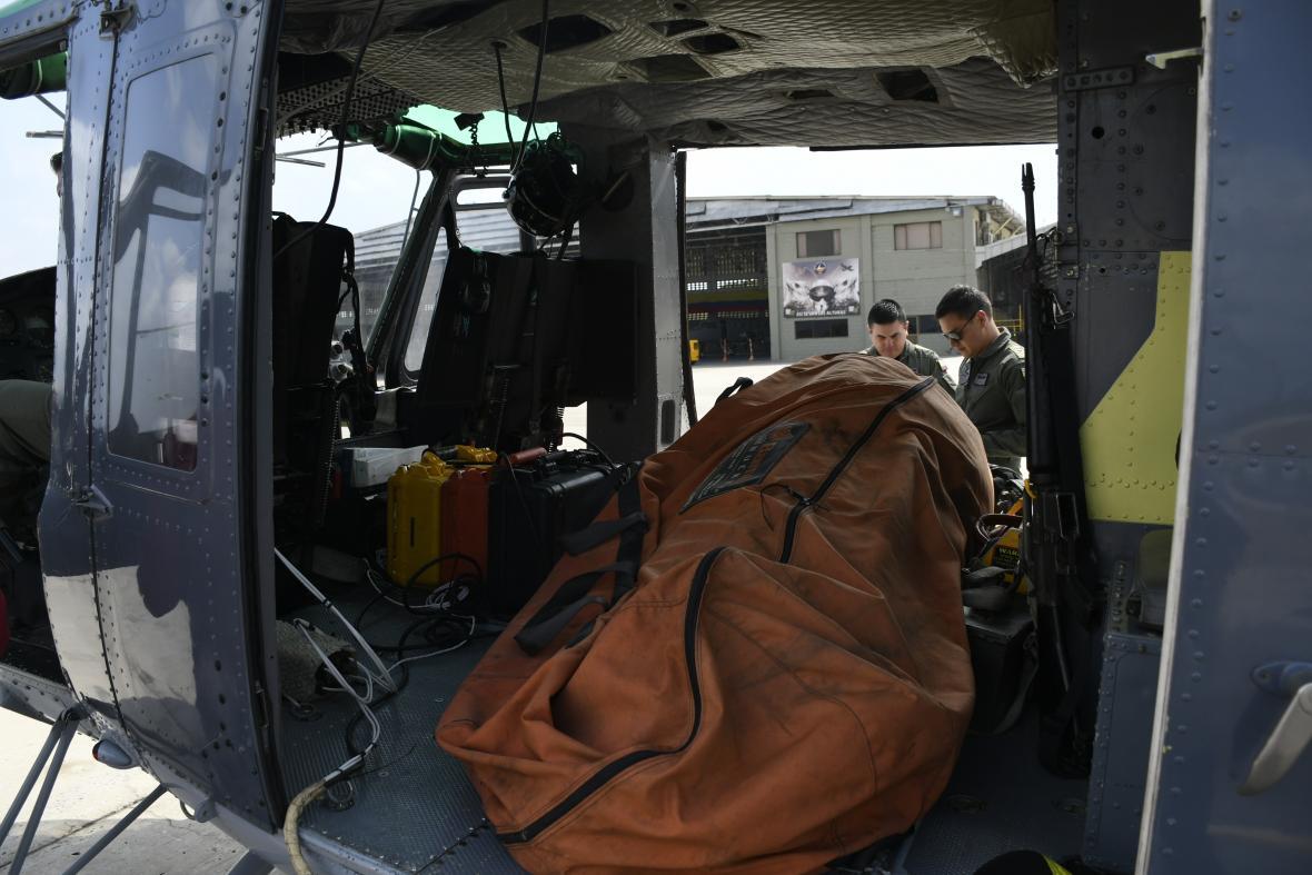 El sistema es transportado en un helicóptero Bell 212.