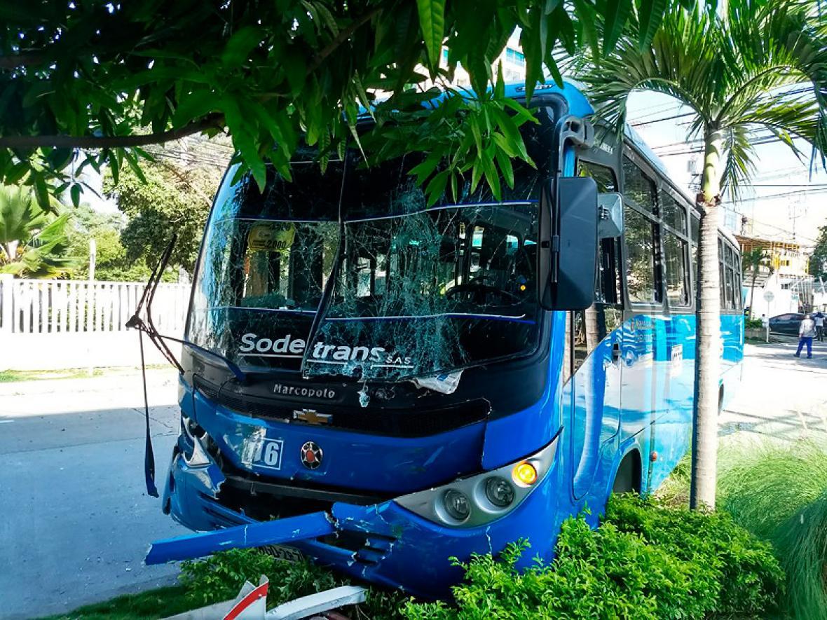 El bus de la empresa Sodetrans involucrado en el accidente.