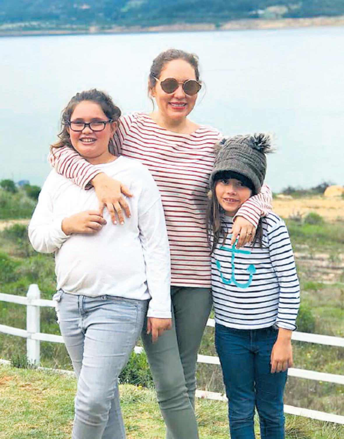 Juana Thompson, Ana María Badel y Sofía Thompson.