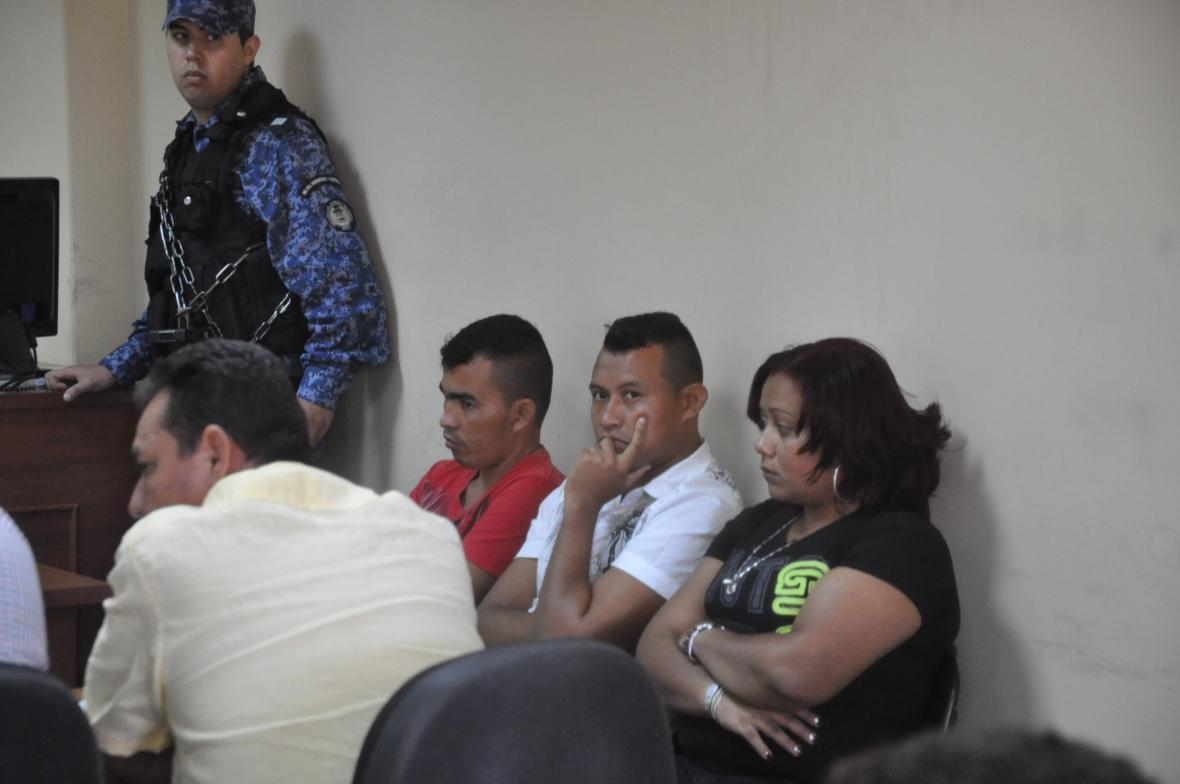 Parte de los involucrados en el crimen, durante uno de los juicios del proceso.
