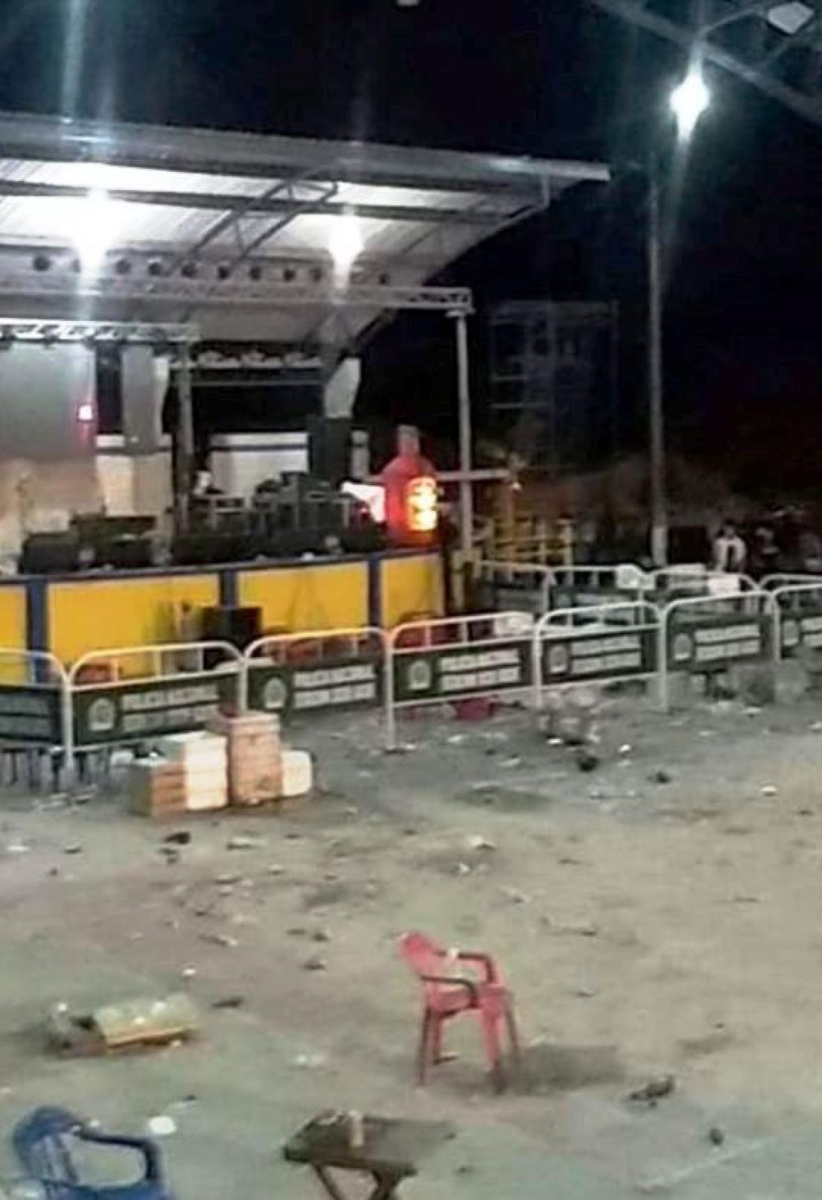 Así quedó la plaza nueva tras los desmanes.