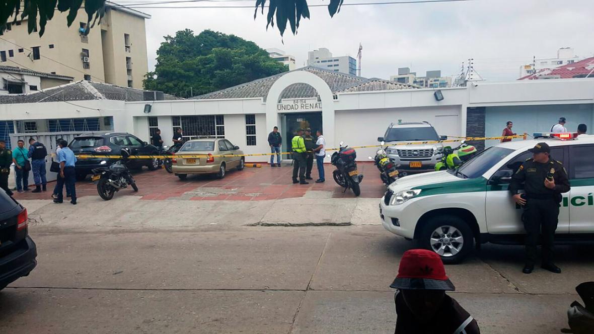 Aspecto de las afueras de la Clínica Renal tras el atentado.