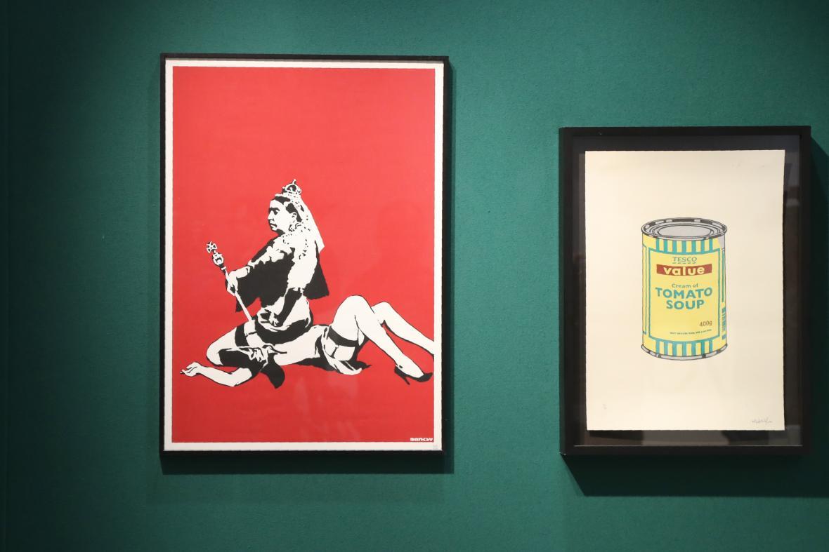 'Queen Vic' (2004), obra del artista anónimo Banksy, subastada ayer.