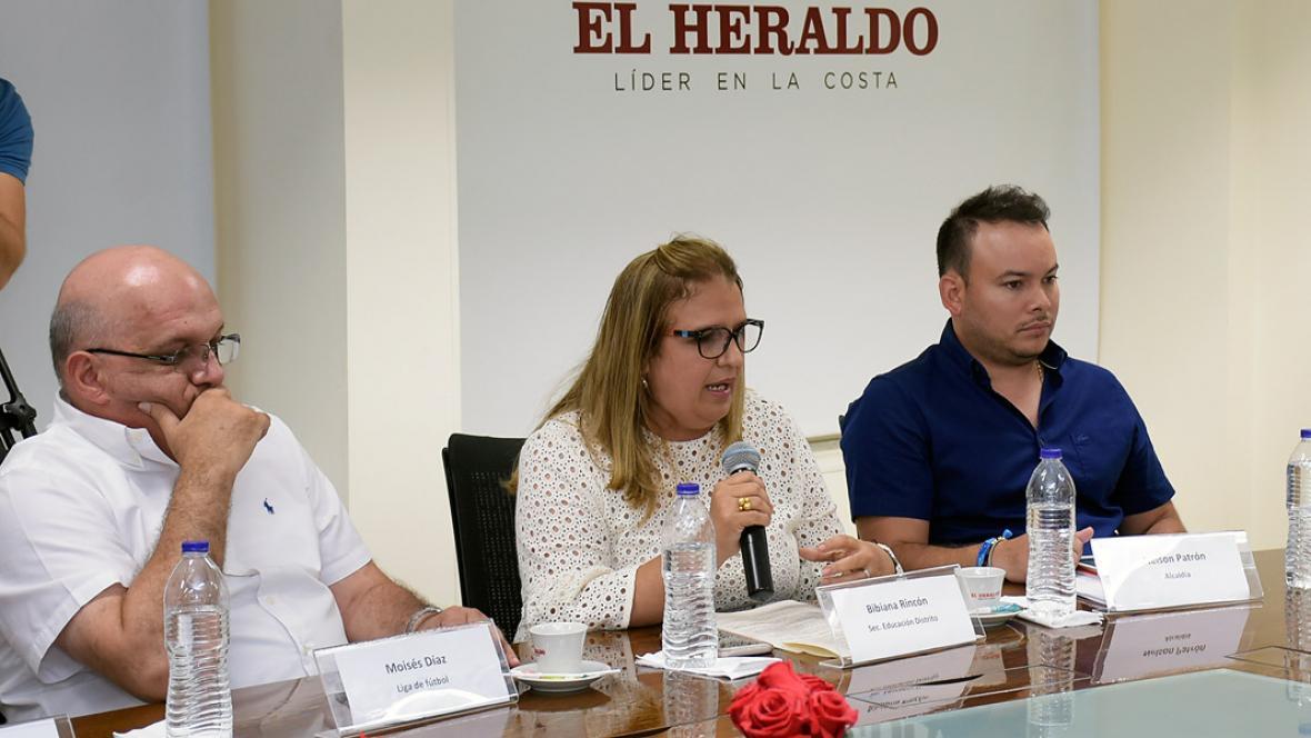 Mosiés Díaz, la secretaria de Educación, Bibiana Rincón y Yeison Patrón.