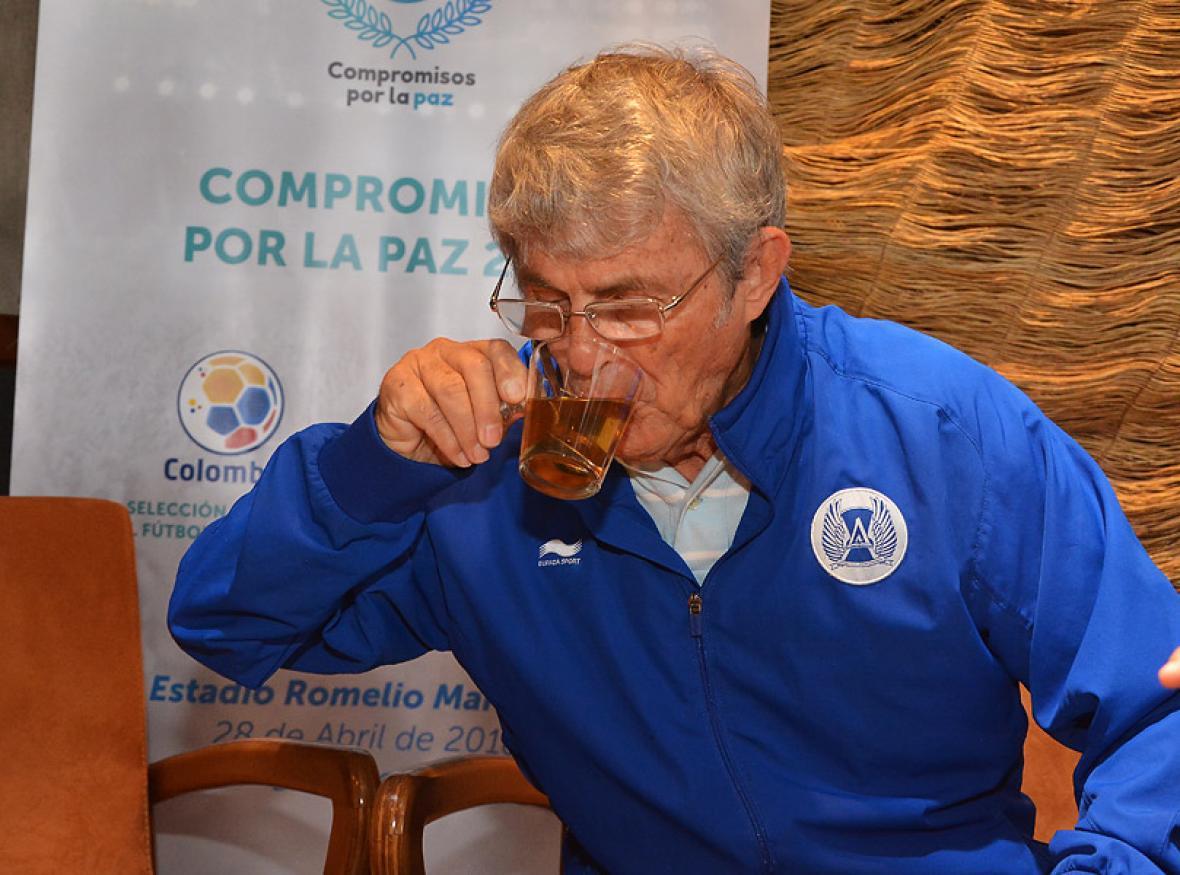 'Bora' Milutinovic estuvo tomándose una bebida aromática durante la entrevista con EL HERALDO.