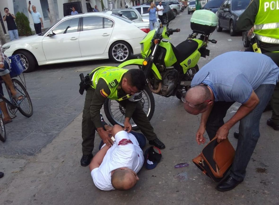 El presunto delincuente al momento de su captura.