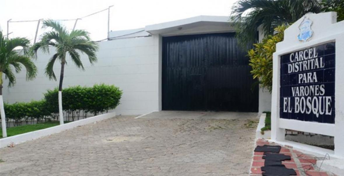 La Cárcel Distrital de Varones es manejada por la Alcaldía y cuenta con vigilancia privada.