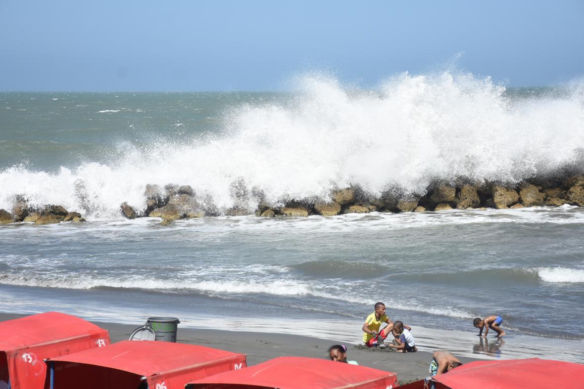 Fuerte oleaje en playas de Cartagena.