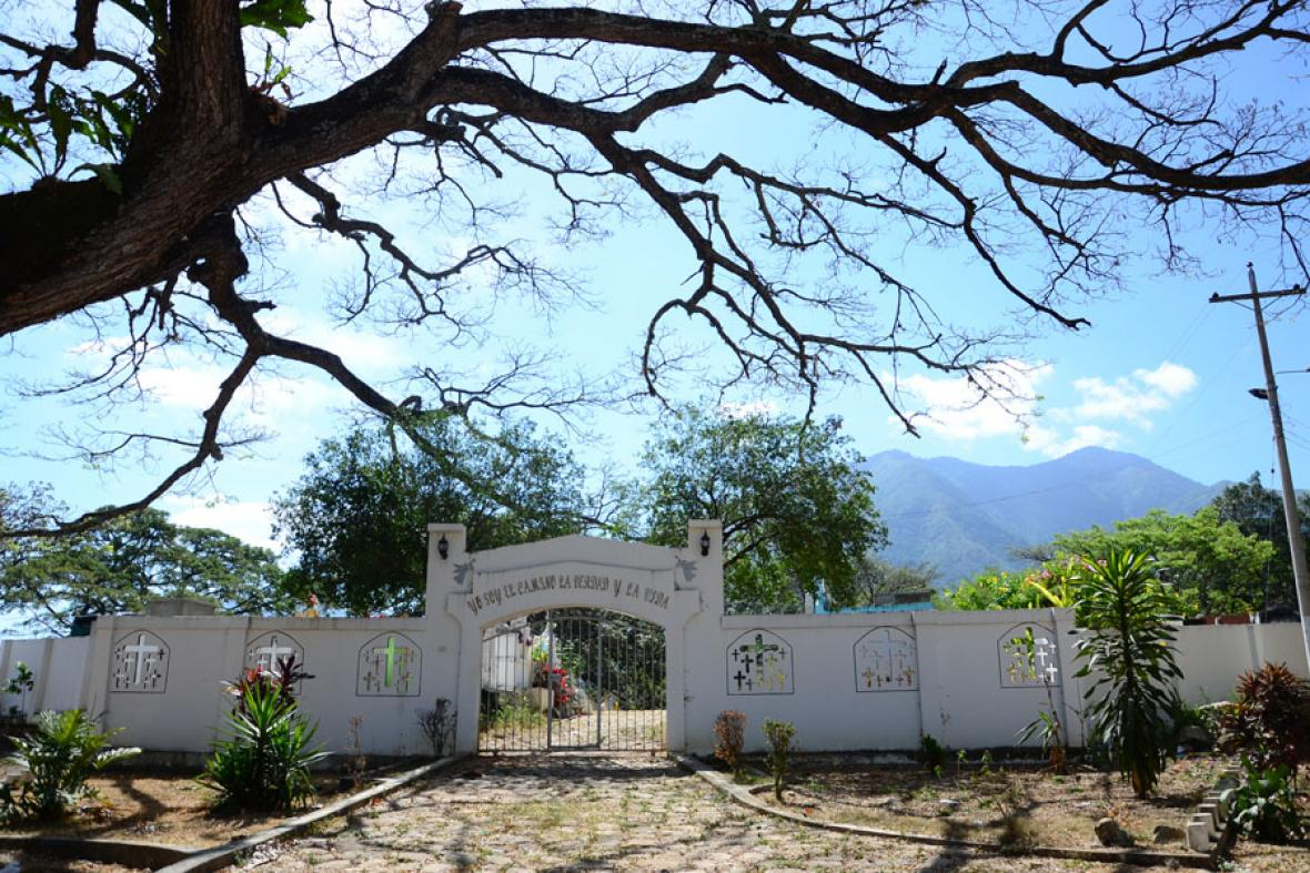 Cementerio de Atánquez, el pueblo donde los viejos se preparan para la muerte.