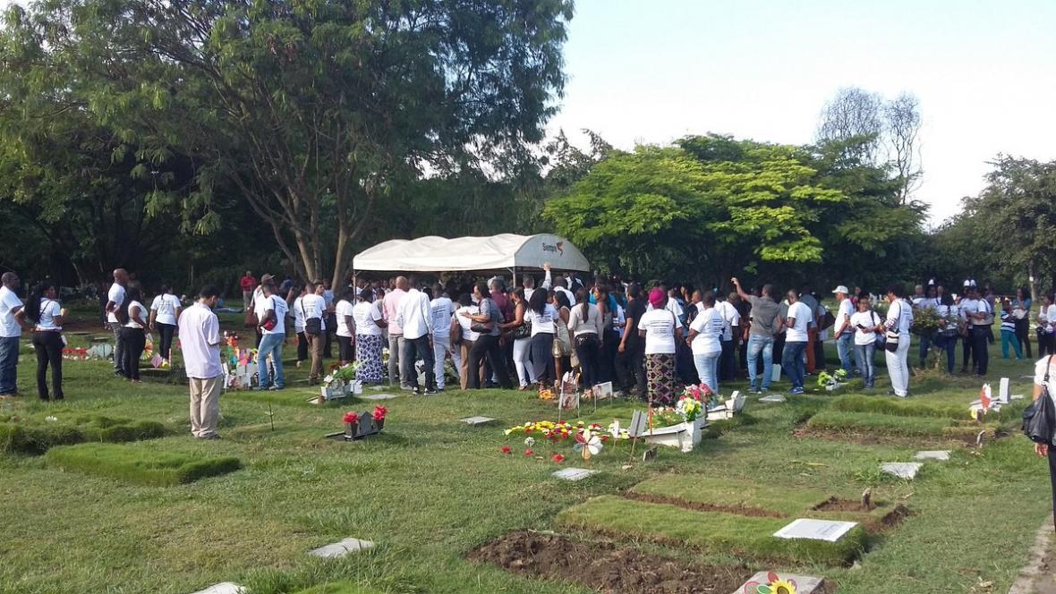 En el sepelio de Bernardo Cuero varias personas alzaron su voz en protesta por el homicidio.