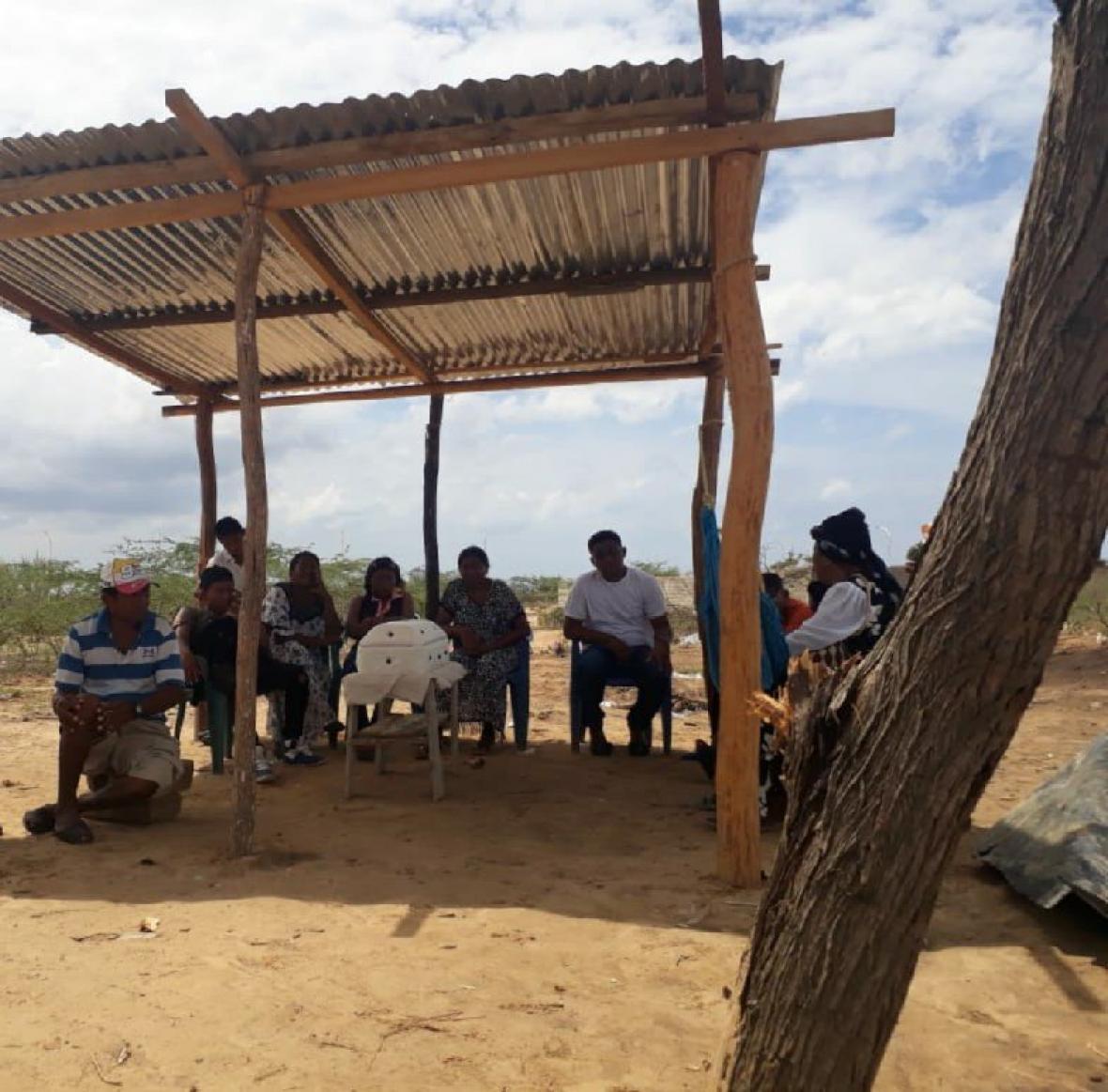 Dos sepelios de niños wayuu en La Guajira que murieron a causa de desnutrición o causas asociadas a esta.
