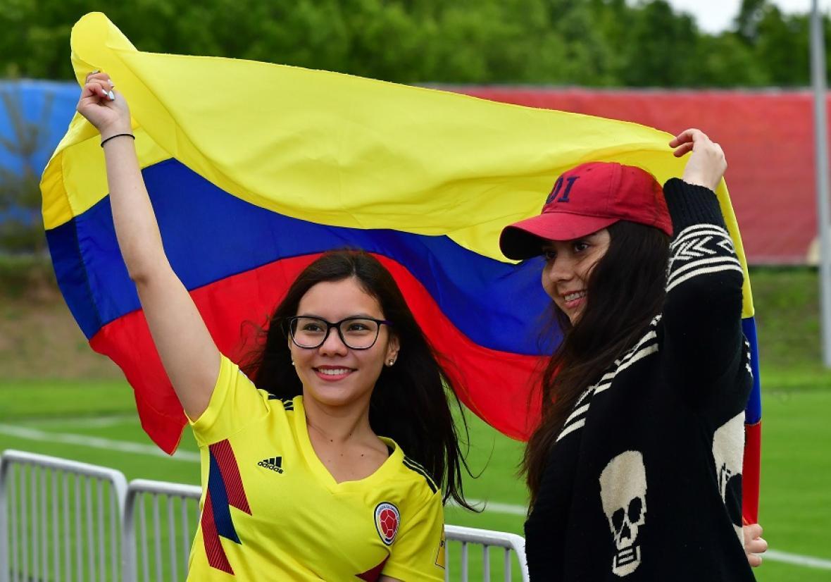 Dos hinchas colombianas en el entrenamiento de Colombia en Kazán.