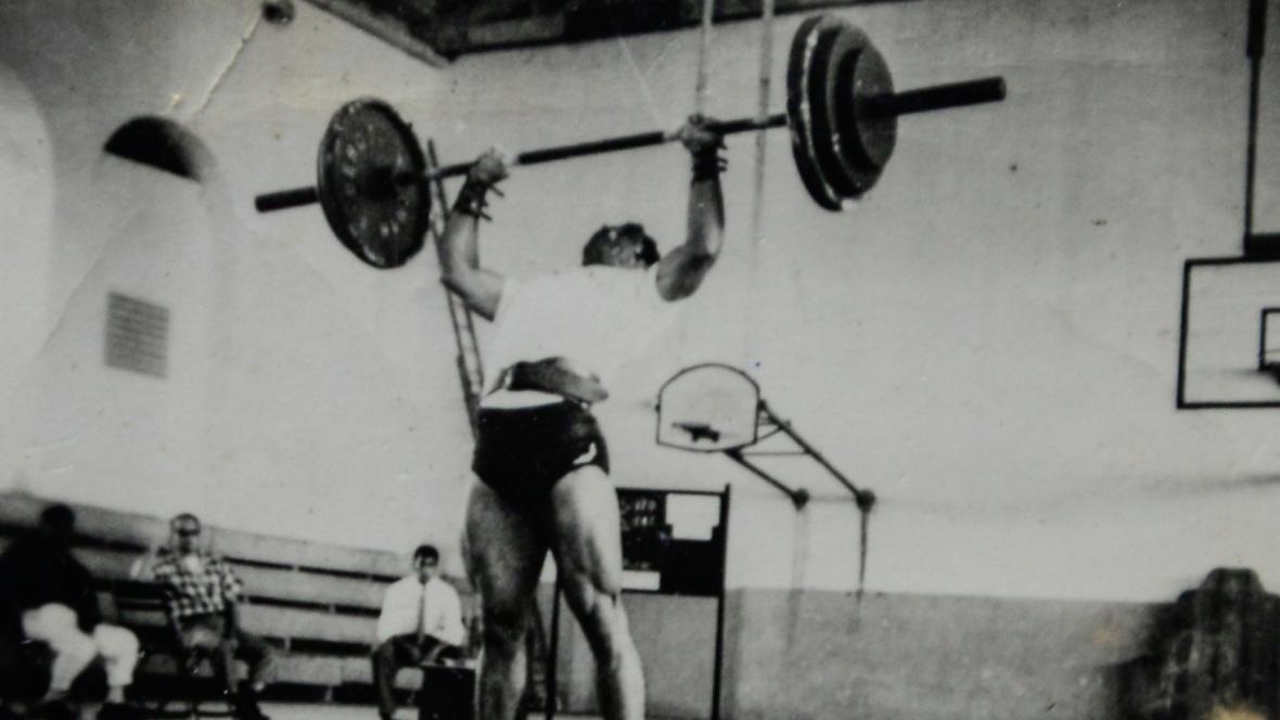Carlos Caballero en su época como pesista.