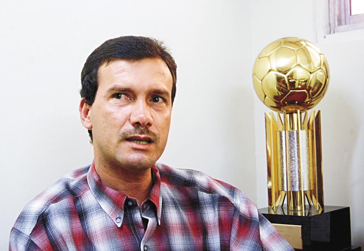 Carlos Ricardo Diazgranados en las oficinas de la antigua sede administrativa de Junior.