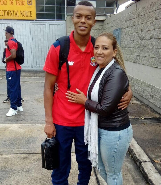 Kevin y su madre Sandra Milena Sánchez Giraldo.