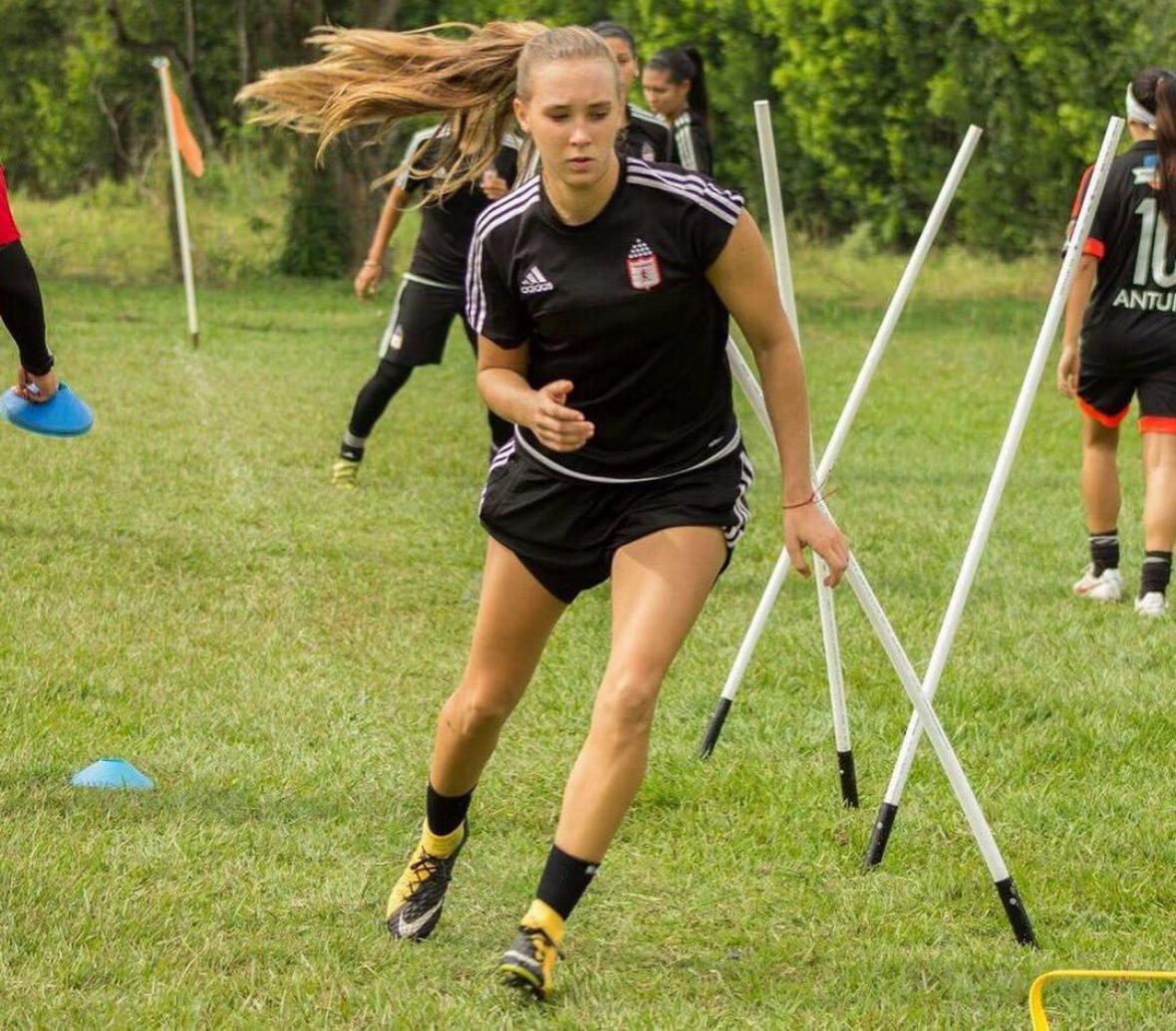 La delantera Nicole Regnier viene de jugar en el América de Cali.
