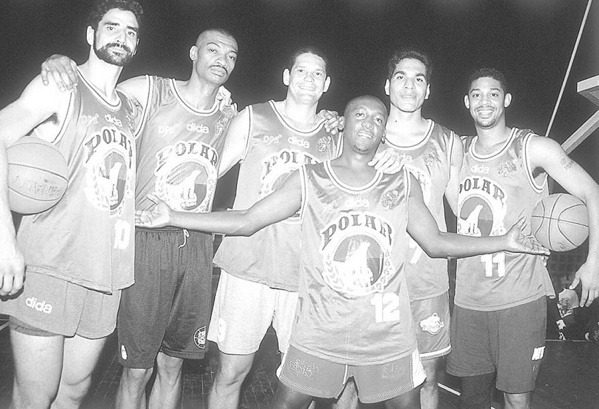 Gustavo Lindo, Jarvys Mathews, Washington Vargas, Ernesto Fuentes, Antoine Joubert y Alberto Sinclair, integrantes del equipo de Caimanes de 1996.