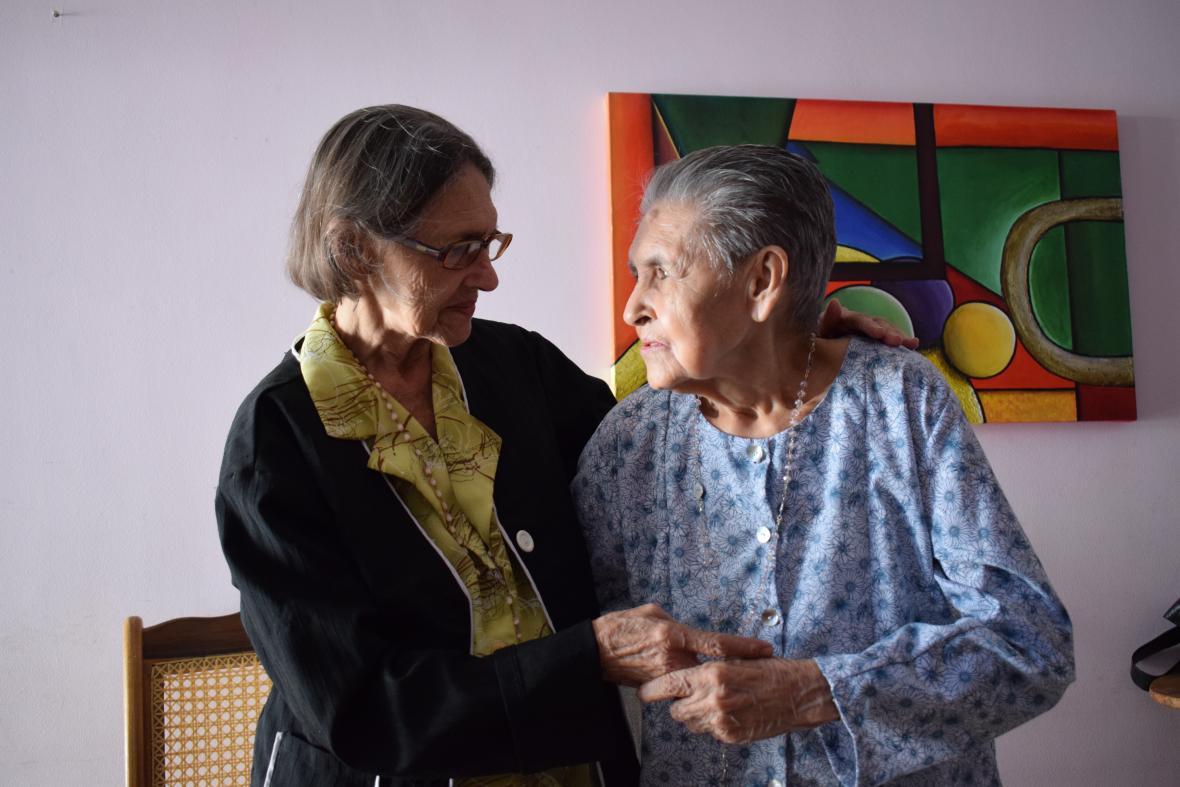 Inés y Beatriz Bautista.