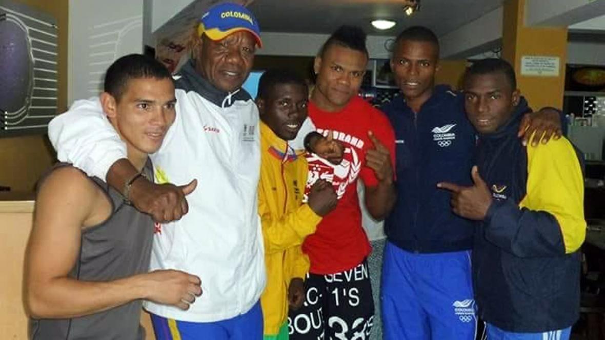Boxeadores urabeños en la Selección Colombia, en compañía del entrenador Abelardo Parra Lemus.