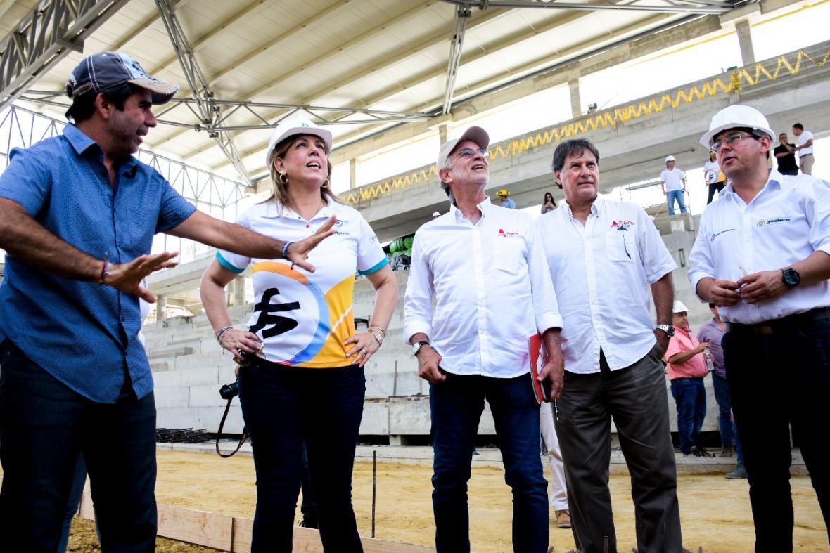 El alcalde Alejandro Char (i) realizó el miércoles un recorrido con la directora de Coldeportes, Clara Luz Roldán. A su lado el Gobernador, Eduardo Verano, y Enrique Vengoechea, director de Indeportes.