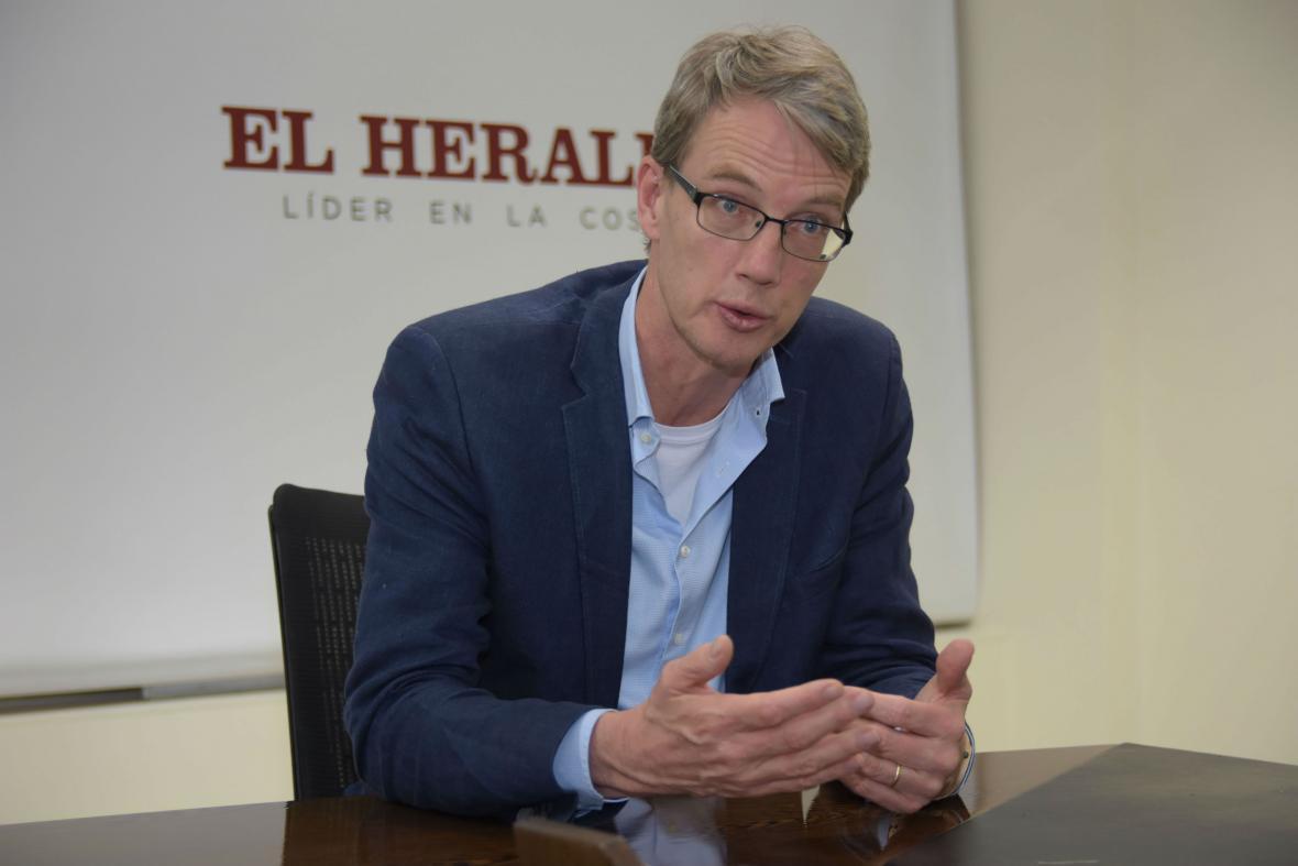En su visita a El Heraldo el diplomático analizó el momento del proceso de paz.