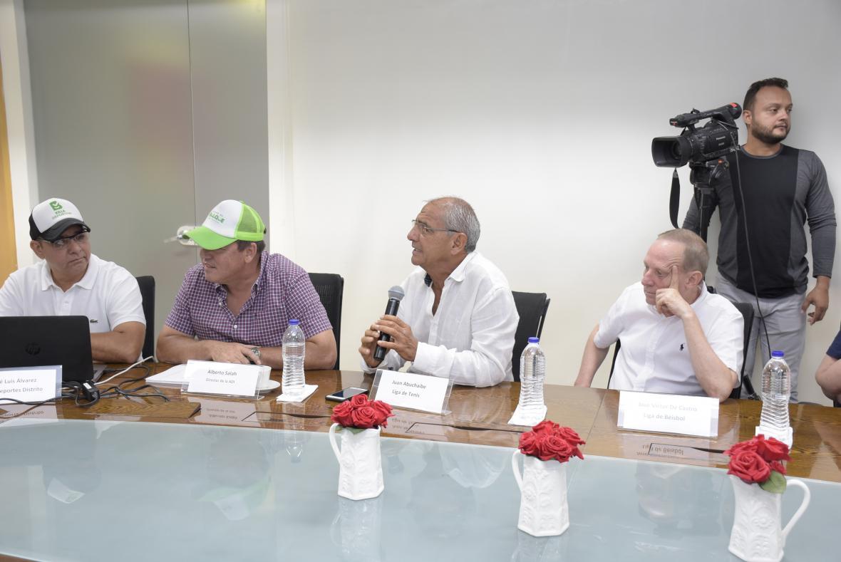 José Luis Álvarez (secretario de Deportes), Alberto Salah (gerente de la ADI), Juan Abuchaibe (Liga de Tenis) y José Víctor de Castro (Liga de Béisbol).