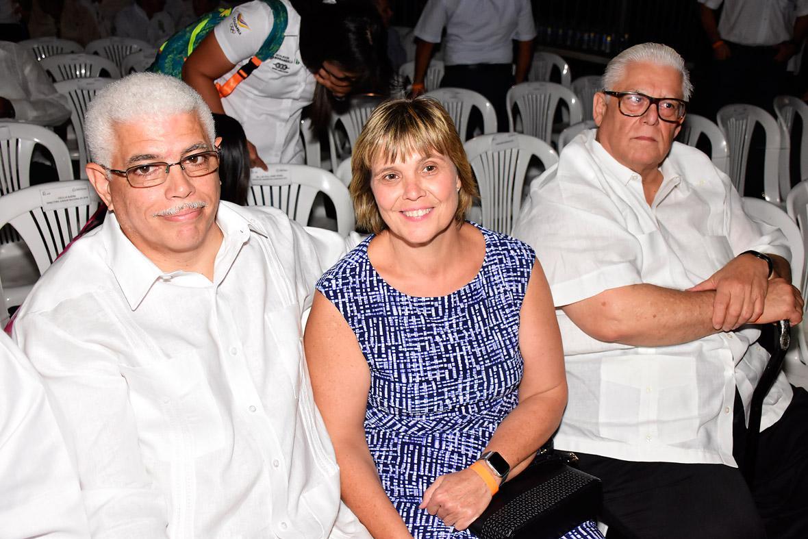 Héctor Cardona Jr.,Susana de Cardona y Humberto Citrón.
