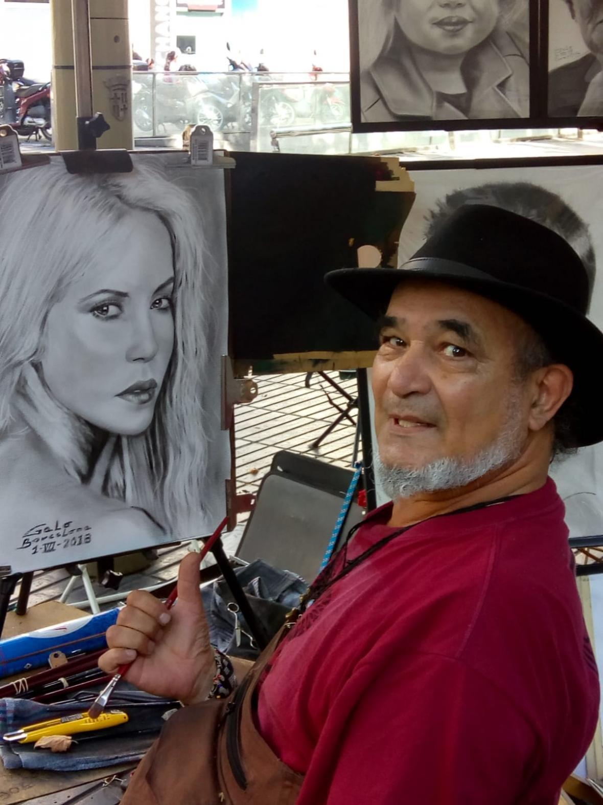 Vega en plena faena artística en Las Ramblas, en Barcelona.
