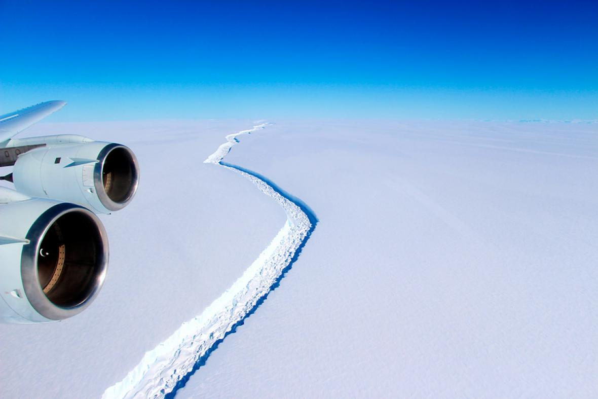 Imagen aérea del enorme iceberg que se desprendió de la Antártida.