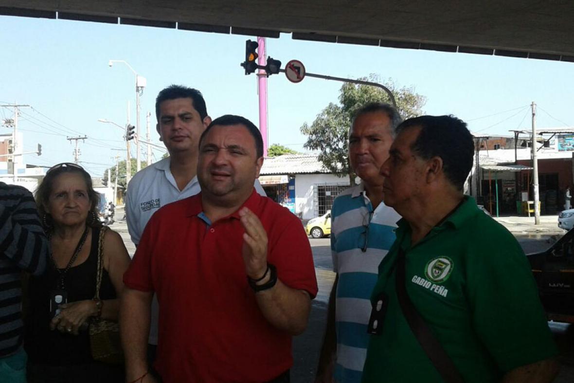 Yesid Turbay y líderes comunales durante la jornada.
