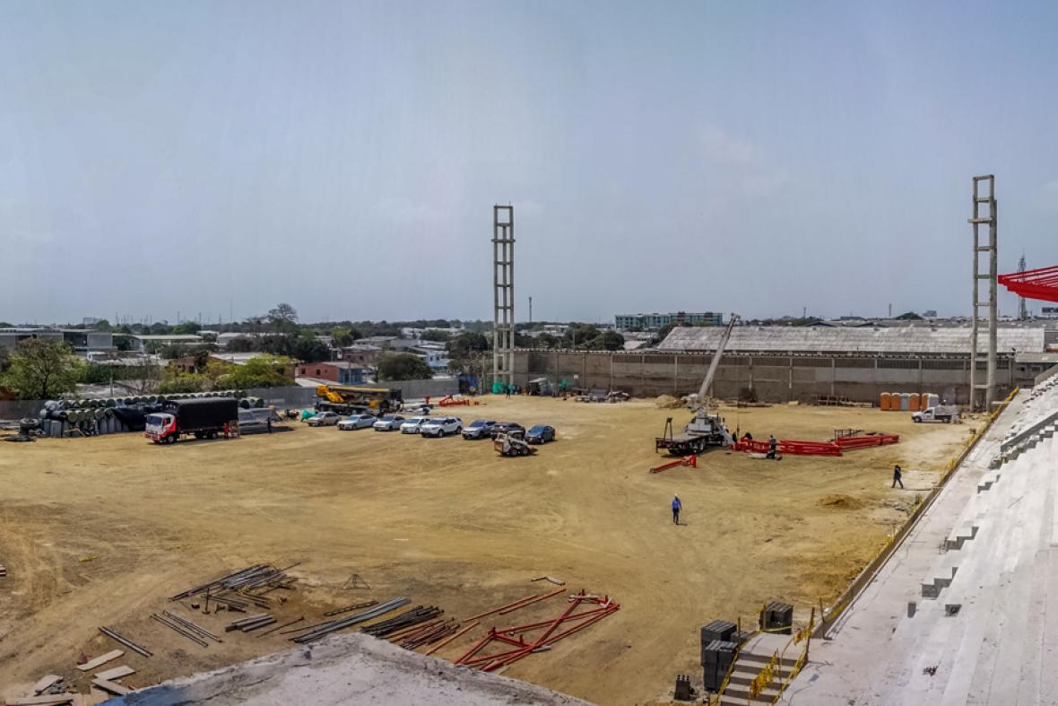 Panorámica de cómo lucen en estos momentos las obras del estadio Moderno Julio Torres, que en los Juegos Centroamericanos y del Caribe se usará para fútbol y rugby.