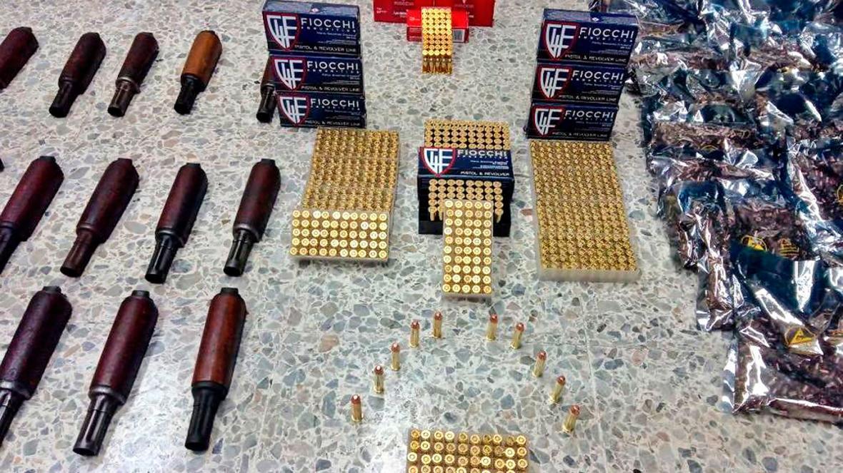 Armas y munición halladas en el Puerto.