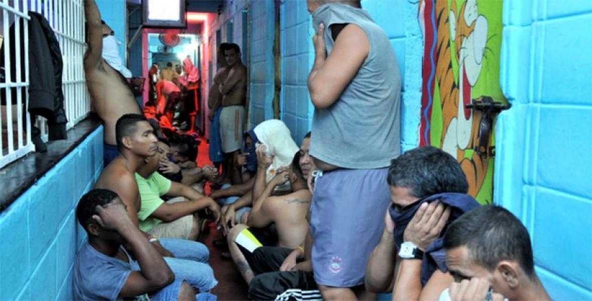 El penal tiene capacidad para 226 presos y actualmente tiene 387, lo cual evidencia el hacinamiento.