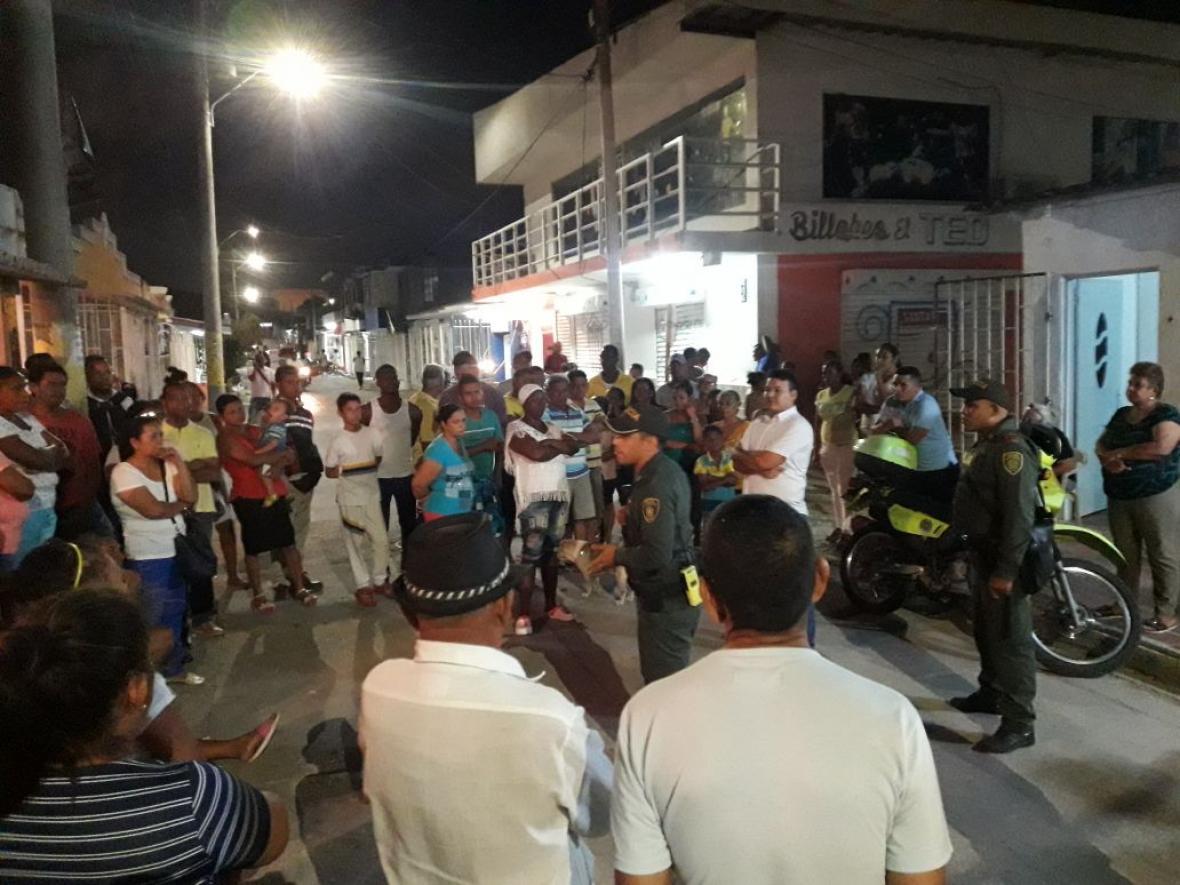 Policías realizan labores pedagógicas con habitantes para que denuncien las redes de cobradiarios.
