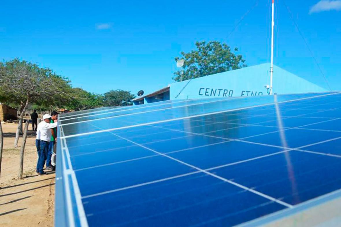 En La Guajira se está llevando a cabo la instalación de paneles solares.