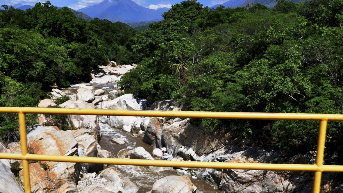 El balneario de La Mina se caracteriza por las aguas frías del río Badillo, sus rocas inmensas y las piscinas naturales que se forman.