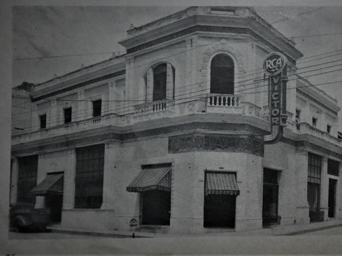 Fachada del edificio de Foto Velasco en la calle 37 con carrera 41 esquina.
