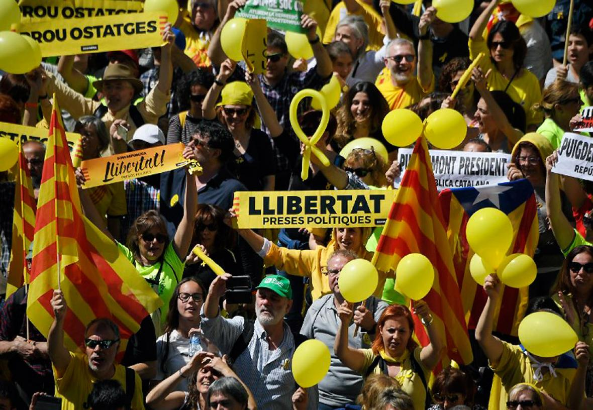 Miles de personas reclaman en Barcelona la liberación de los presos independentistas