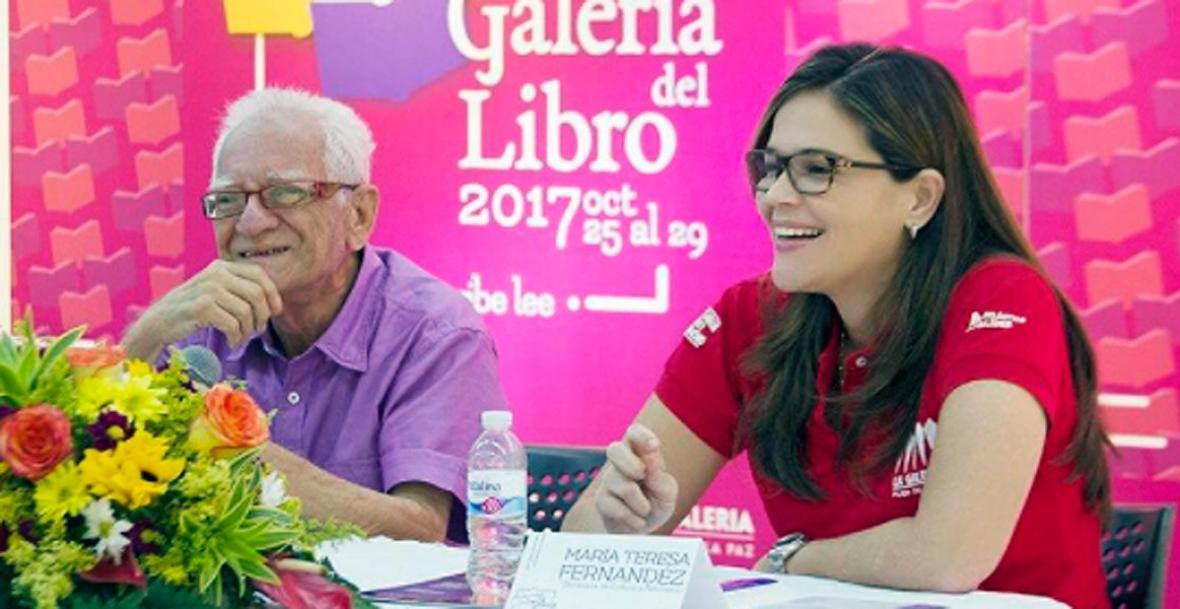 El escritor invitado  Ramón Illán Bacca y la secretaria de Cultura del Atlántico, María Teresa Fernández.